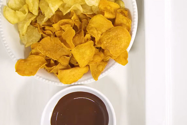 potato chips dipped in melted chocolate